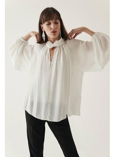 Rue Boyundan Bağlamalı Yarı Transparan Bluz Ekru